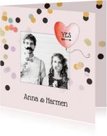 Trouwkaarten - Trouwkaart roze confetti met hart ballon