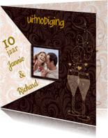 Jubileumkaarten - Uitnodiging goudkleurige tekst