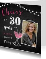 Uitnodigingen - Uitnodiging verjaardag vrouw hip met krijtbord
