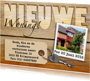 Verhuiskaarten - Leuk verhuisbericht met label, sleutel en foto op houtprint