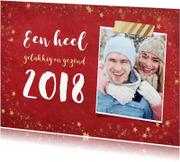 Nieuwjaarskaarten - Stijlvolle rode nieuwjaarskaart met gouden sterren en 2018