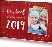 Nieuwjaarskaarten - Stijlvolle rode nieuwjaarskaart met gouden sterren en 2019