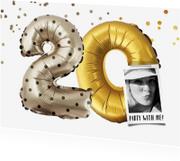 Uitnodigingen - Uitnodiging 20 jaar ballonnen en confetti goud/zilver