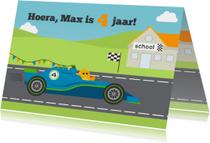 Felicitatiekaart  4e verjaardag met vogel in Formule 1 auto