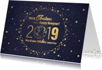 Kerst stijlvolle blauwe kaart en  goudkleurig wereldbol 2019