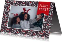 Kerstkaarten - Kerstkaart met een foto en op achtergrond kersttakjes