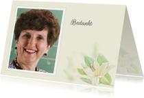Rouwkaarten - Mooie bedankkaart met venster en lelie op zachtgeel