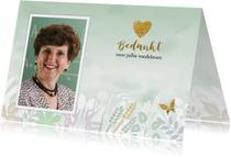 Rouwkaarten - Rouwkaart met foto, hartje en vlinder op gewassen groen