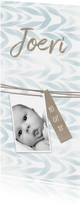 Geboortekaartjes - Geboortekaartje langwerpig met label en waterverf jongen