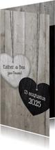 Trouwkaarten - Trouwkaart langwerpig met 2 houten hartjes en trouwdatum