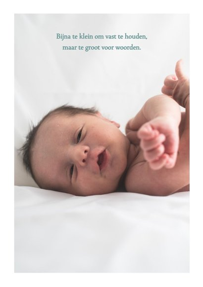Geboortekaartje voor jongen met waterverf en gouden hartjes 2