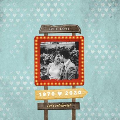 Jubileum uitnodiging retro vintage wegwijzers met hartjes 2