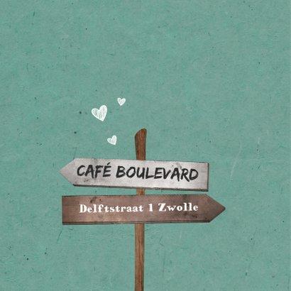 Jubileumkaart uitnodiging houten wegwijzers met hartjes 2