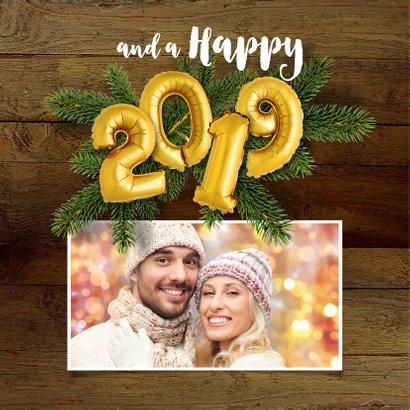 Kerstkaart hout en ballonnen goud XMAS 2019 2