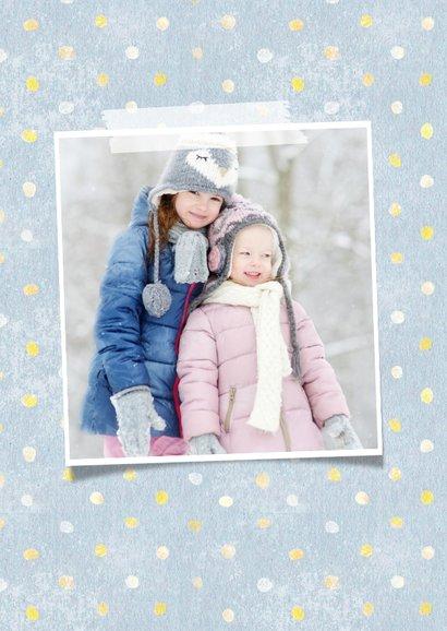 Kerstkaart met eigen foto, sneeuwpop illustratie en stippels 2