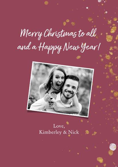 Kerstkaart met handgeschreven tekst en gouden confetti 3