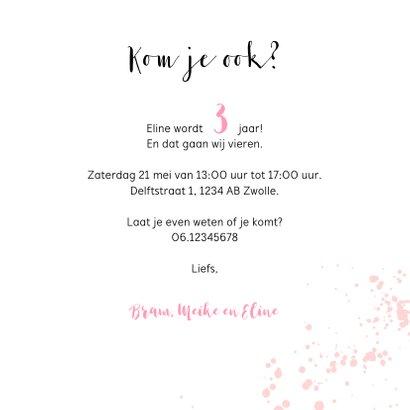 Kinderfeest uitnodiging roze met flamingo en spetters 3