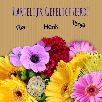 Kleurige verjaardagskaart met mooi boeket bloemen 3