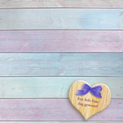 Mooi boeket met roze rozen en hart op steigerhout 3