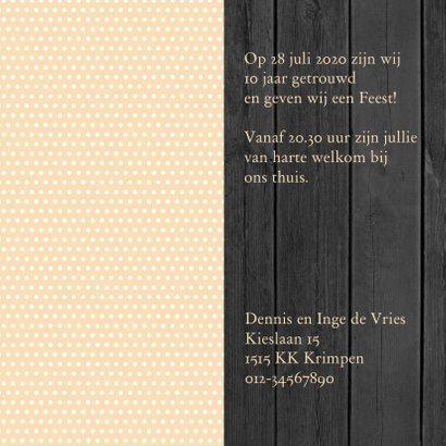 Mooie uitnodiging voor een FEEST! met stippen en zwart hout 3