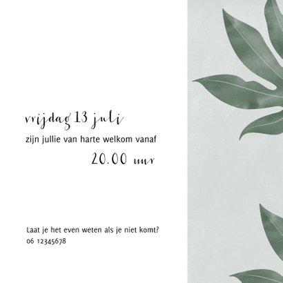 Stijlvolle uitnodiging met foto en tropische bladeren  3