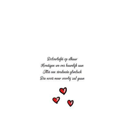 Trouwkaart bruidspaar rode hartjes 2