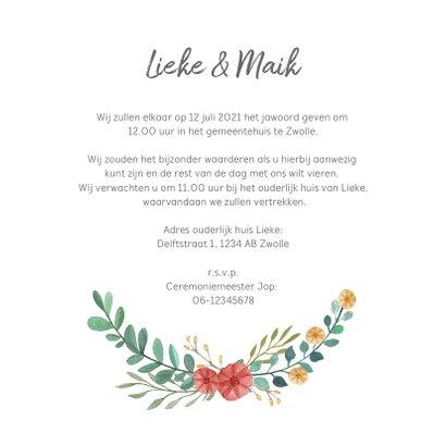 Trouwkaart uitnodiging met stijlvolle bloemen 3