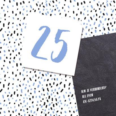 Uitnodiging 25 met stippen en krijtbord 2