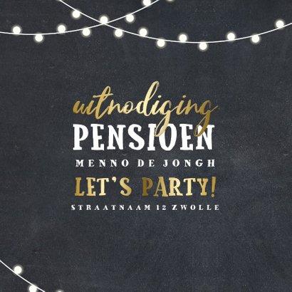 Uitnodiging krijtbord goud pensioen met lampjes 2