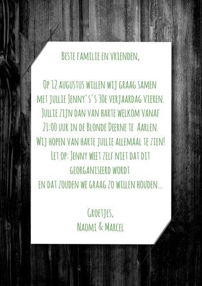 Uitnodiging party hout en label 3