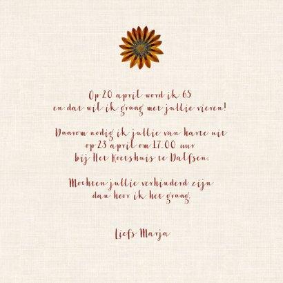 Uitnodigingskaart voor een verjaardag met bloemenkrans 3