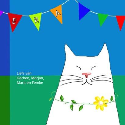 Verjaardagskaart witte kat met feestvlaggetjes 3