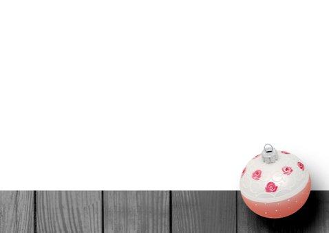 Kerstkaart hout eigen foto roze kerstbal 3