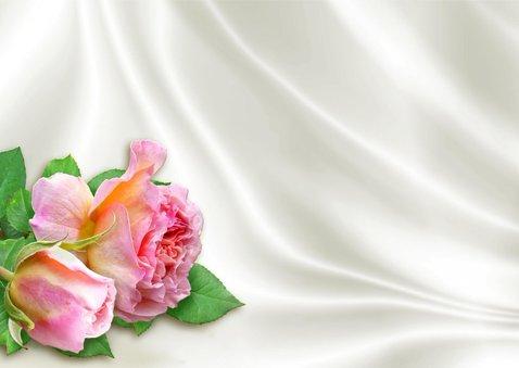 Mooie uitnodiging 2 rozen op satijn en steigerhout 3