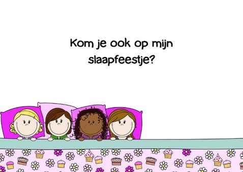 Slaapfeest meiden in een groot bed 3