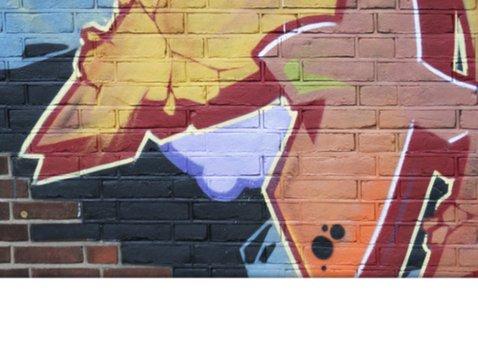 YVON feest graffiti muur man jongen 2